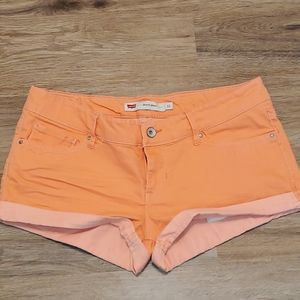 Levi's Shorty Short in Coral